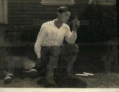 1923-Press-Photo-Buster-Keaton-posing-with-new-4th-of-July-art-Firecrackers