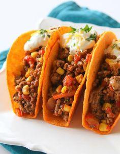tacos maïs crème sure fromage poivron salsa tomate boeuf
