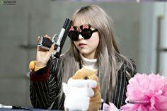 Gun Meme, Mamamoo Moonbyul, Soyeon, Celebrity Crush, Kpop Girls, Red Velvet, Girl Group, Rapper, Celebrities