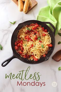 Looking for easy recipes for Meatless Monday or Lent? Here are 11 delicious dinners without meat – with tons of fresh flavor! Roasted Veggie Salad, Roasted Tomato Pasta, Jackfruit Pulled Pork, Organic Recipes, Easy Recipes, Ethnic Recipes, Roasted Baby Red Potatoes, Tastefully Simple Recipes, Essen