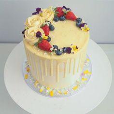 """Water colour lemon curd cake, with Madagascan vanilla white choc drip ✌️"""