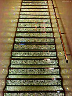 Ganz großer Auftritt in Paris im SwarowskiStore. Photo #smgtreppen  www.smg-treppen.de #treppen #stairs #escaleras #swarowski #glamor #awesome