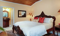 Golden Mango SeaGlass Inn Bed and Breakfast