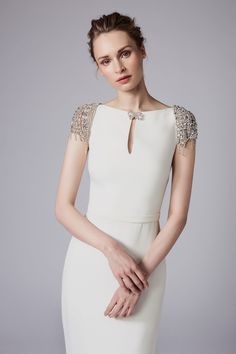 See the complete Reem Acra Resort 2018 collection. model Reem Acra Resort 2018 Fashion Show Lovely Dresses, Elegant Dresses, Formal Dresses, Long Dresses, Runway Fashion, High Fashion, Curvy Fashion, Fashion Details, Fashion Design