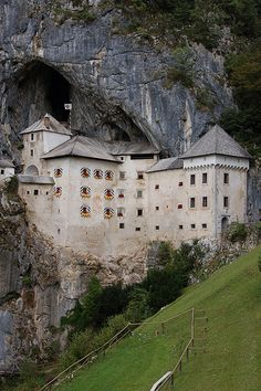 Predjama Castle is the largest cave castle in the world. The castle was built in a cave mouth in the middle of a high cliff over 800 years ago. Fantasy Castle, Fairytale Castle, Castle Ruins, Medieval Castle, Cool Places To Visit, Places To Travel, Wonderful Places, Beautiful Places, Places Around The World