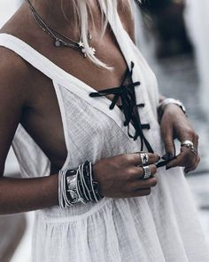 Lace up linen dress // casual boho style summer bohemian chic hippie vibes Looks Street Style, Looks Style, Style Me, Estilo Hippie Chic, Estilo Boho, Look Boho, Bohemian Style, Komplette Outfits, Summer Outfits
