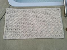 Simple Cotton Rug, free pattern by Kathy Lashley . . . ღTrish W ~ http://www.pinterest.com/trishw/ . . . #crochet #bath_mat