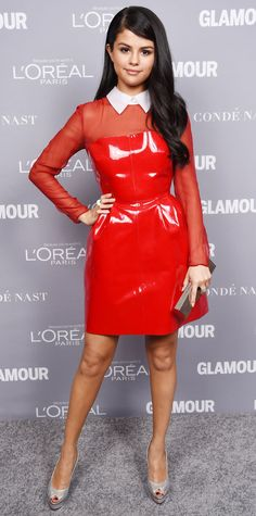 Selena Gomez, in a fiery patent red collared Valentino dress with sheer sleeves, at the 2015 Glamour Women of the Year Awards Selena Gomez Fashion, Selena Gomez Outfits, Selena Gomez Red Dress, Style Selena Gomez, Selena Gomez Fotos, Selena Gomez Pictures, Selena Gomez Red Carpet, Reese Witherspoon, Victoria Beckham