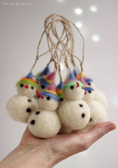 Many people believe that there is a magical formula for home decoration. You do things… Felt Christmas Decorations, Felt Christmas Ornaments, Needle Felted Ornaments, Christmas Needle Felting, Felt Snowman, Felt Gifts, Needle Felting Tutorials, Felt Fairy, Art Textile