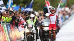 Lizzy Armitstead winning road race gold