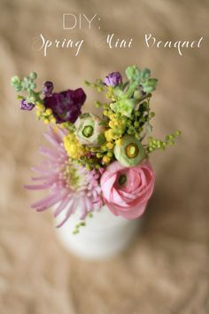 #DIY mini spring bouquet—click through for instructions! (Project by Brittni Mehloff)
