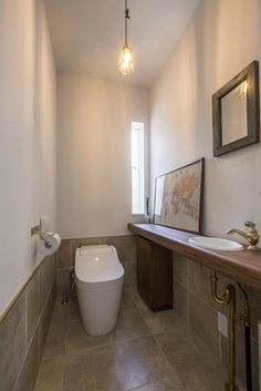 「モダンブルックリンスタイルの家」 Laundry Room Bathroom, Bathroom Toilets, Downstairs Bathroom, Outdoor Toilet, Ideal Bathrooms, Modern Toilet, Toilet Room, Condo Decorating, Toilet Design