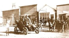 First car in Meeker, Colorado. Owned by Simp Harp Meeker Colorado, Wagon Trails, Photo Timeline, First Car, Harp, Car Ins, North West, Old Photos, Vintage Cars