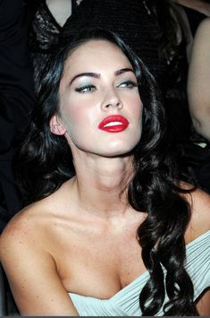 Stunning Celebrities With Jet Black Hair Fashion Beauty Music Celebrities Me Beautiful Faces Megan Fox Model Image #prom
