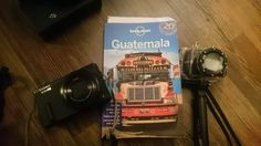 "Vincent D. et son guide Lonely Planet ""Guatemala""."