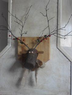 Home Frosting: Reindeer Plaque