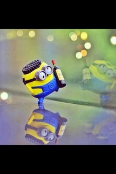 to drink wine with a minion...how awesome would that be,,,lol