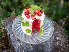 TISKIVUOREN EMÄNTÄ: Vinkeä vesimelonikakku