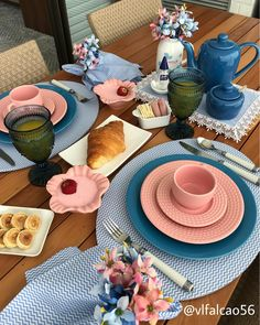 how I love Sunday mornings ! Here the weather was cloudy, but now . Breakfast Table Decor, Brunch Mesa, Diy Home Cleaning, Dinner Room, Table Set Up, Dinning Table, Deco Table, Decoration Table, My Coffee