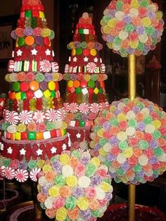 Easy Christmas candy topiary christmas and trees. Fun project with grandkids. Candy Land Christmas, Candy Christmas Decorations, Christmas Tree Crafts, Christmas Tea, Christmas Gingerbread, All Things Christmas, Holiday Crafts, Gingerbread Houses, Xmas