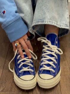 Dr Shoes, Hype Shoes, Me Too Shoes, Aesthetic Shoes, Aesthetic Clothes, Mode Converse, Blue Converse Outfit, Converse Men, Converse Chuck