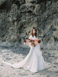 Oregon coast wedding shoot with plum & apricot florals via Magnolia Rouge South Africa Beach, Wedding Shoot, Wedding Day, Plum Apricot, Aisle Style, Wedding Bouquets, Wedding Dresses, Utah Wedding Photographers, Oregon Coast