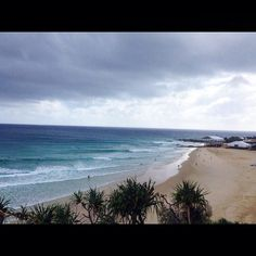 Hello!! Gold Coast!! 無事着きましたー 天気あまり良くないですが波はありまーす とりあえず暖かくて最高です #aus #goldcoast #snapper #snapperrocks #rainbow #stoked #sea #wave #good #instagood  #オーストラリア #ゴールドコースト #スナッパー #暖かい #最高 by reokanao