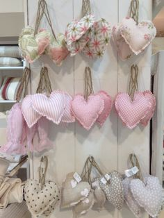 icu ~ Hacer corazones de tela by katheryn Valentine Decorations, Valentine Crafts, Christmas Crafts, Vintage Christmas, Christmas Ornaments, Homemade Crafts, Diy And Crafts, Arts And Crafts, Fabric Hearts