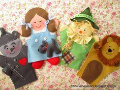 Faça você mesmo fantoches em feltro da história O Mágico de Oz. A apostila by Vanessa Biali vem com passo-a-passo e moldes em tamanho natural!