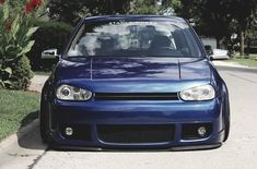R32 with Cupra lip. Slammed of course.