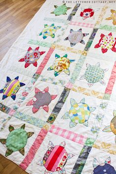 Sea Turtle or Flower? Love this quilt.