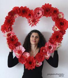 Valentine Flower Arrangements, Valentine Decorations, Valentines Balloons, Valentines Diy, Kitty Party Games, Acrylic Wedding Invitations, Mothers Day Crafts, Wedding Frames, Diy Paper