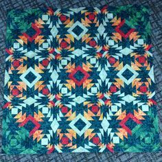 Amazing offset pineapple quilt by Linda Brouse! Pineapple Quilt Pattern, Pineapple Quilt Block, Quilting Projects, Quilting Designs, Quilting Ideas, Log Cabin Quilts, Log Cabins, Storm At Sea Quilt, Southwest Quilts