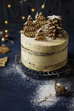 Christmas Gingerbread Cake with Brandy Butter Frosting - The Kate Tin Holiday Cakes, Christmas Desserts, Christmas Treats, Christmas Baking, Butter Frosting, Frosting Recipes, Cake Recipes, Dessert Recipes, Gingerbread Cake