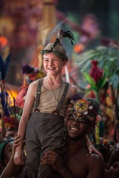Check out new pictures and posters for the upcoming movie Pan, the new telling of the Peter Pan tale starring Hugh Jackman and Levi Miller. Peter Pan Kostüm, Lost Boys Peter Pan, Peter And Wendy, Levi Miller, Peter Pan Costume Kids, Lost Boys Costume, Hugh Jackman, 2015 Movies, Good Movies