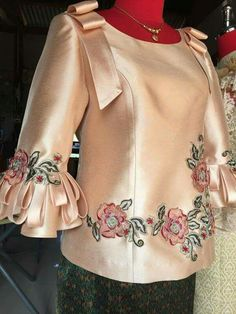 Posted by Brusilla African Attire, African Wear, African Fashion Dresses, African Dress, Casual Outfits, Fashion Outfits, Womens Fashion, Vestidos Color Rosa, Myanmar Dress Design