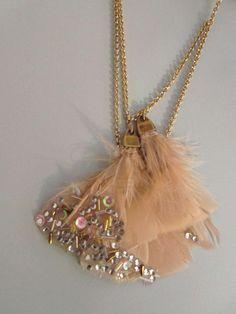 569f47f35604 DIY Embellished Feather Necklace Tutorial. Collares De Cadena Doradas
