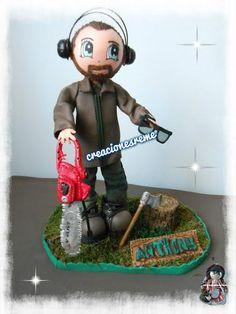 fofucho jardinero con tronco de arbol tallado a mano  ,hacha y sierra electrica Muñequitas fofuchas de goma eva Creacionesreme