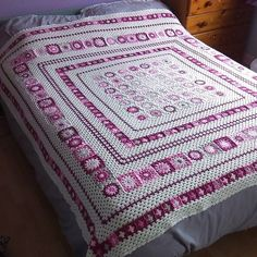 Grace Blanket, free pattern by Anita Gibney. Shades of pink, pale gray, & soft white. Some other pretty color combinations in the Ravelry Project Gallery. #crochet #afghan #throw