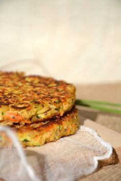 Vegetable pancakes with oatmeal {Thursday Veggie} www.lesrecettesde … Vegetable pancakes with oatmeal {Thursday Veggie} www. Veggie Recipes, Vegetarian Recipes, Cooking Recipes, Healthy Recipes, Healthy Drinks, Vegetable Pancakes, Chickpea Pancakes, Oatmeal Pancakes, Healthy Lunches For Kids