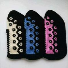 This Pin was discovered by sul Crochet Shoes Pattern, Shoe Pattern, Crochet Slippers, Baby Knitting Patterns, Crochet Patterns, Tunisian Crochet Stitches, Crochet Sandals, Crochet Skirts, Crochet World