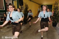 Schuhplattler-Mädels aus St. Pölten (Most4)