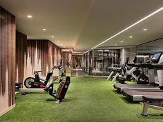 Hoteliers have an opportunity to capture new clients and get repeat business by installing boutique hotel gyms that are not only safe, but creative!  artificial grass by GrassPartners   #artificalgrass #hotelgym #traveltuesday #gymdesign