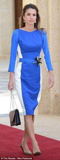 Queen Rania of Jordan. Love the shade of blue.