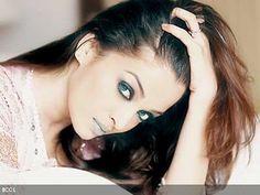 Aishwarya Rai - Ex-Miss World & Leading Actress of Bollywood Aishwarya Rai Pictures, Aishwarya Rai Photo, Actress Aishwarya Rai, Aishwarya Rai Bachchan, Bollywood Actress, Perfect Eyebrow Shape, Perfect Eyebrows, Mangalore, Colin Firth