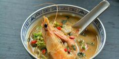 Σούπερ spicy σούπα με γαρίδες, κάρυ και κρέμα.