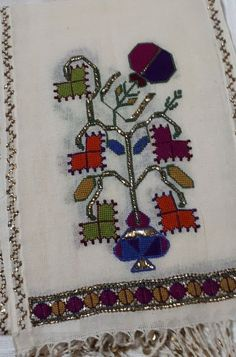 This Pin was discovered by Nur Folk Embroidery, Vintage Embroidery, Cross Stitch Embroidery, Embroidery Patterns, Turkish Art, Bargello, Diy And Crafts, Couture, Kids Rugs
