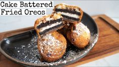 Vegan Deep Fried Oreos that are made with cake batter. This is so easy to make and these deep fried oreos are made with double stuffed cookies. Eggless Desserts, Vegan Desserts, Vegan Recipes, Dessert Recipes, Dessert Ideas, Fried Oreos Recipe, Deep Fried Oreos, Vegan Fries, Carnival Food