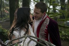 ONCE-UPON-A-TIME-ABC-Pilot-Episode-1-14.jpg (595×397)