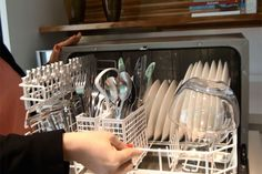 Se você possui uma lava-louça em casa, estas dez dicas vão te ajudar a usá-la melhor e de maneira mais sustentável.